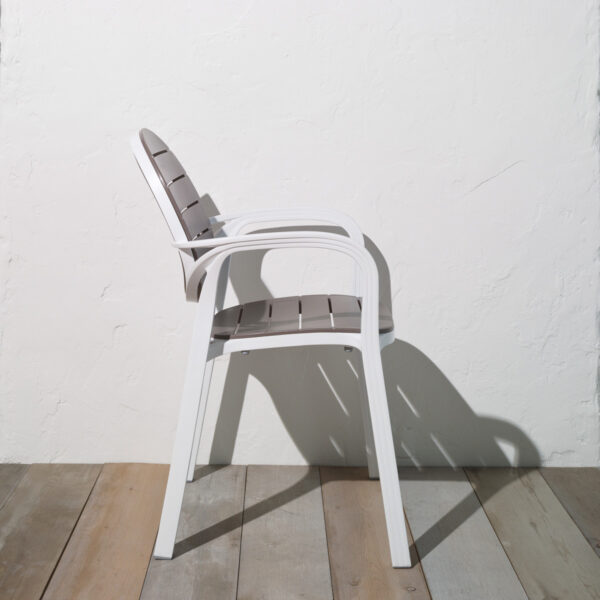 NARDI Palma Outdoor Chair in Taupe & White (Profile View)