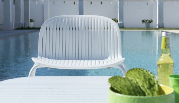Ninfea Relax Lounge Chair – White (Pictured By the Pool)