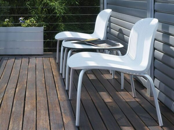 Ninfea Relax Lounge Chair - White (Pictured in 3 Piece Balcony Setting)