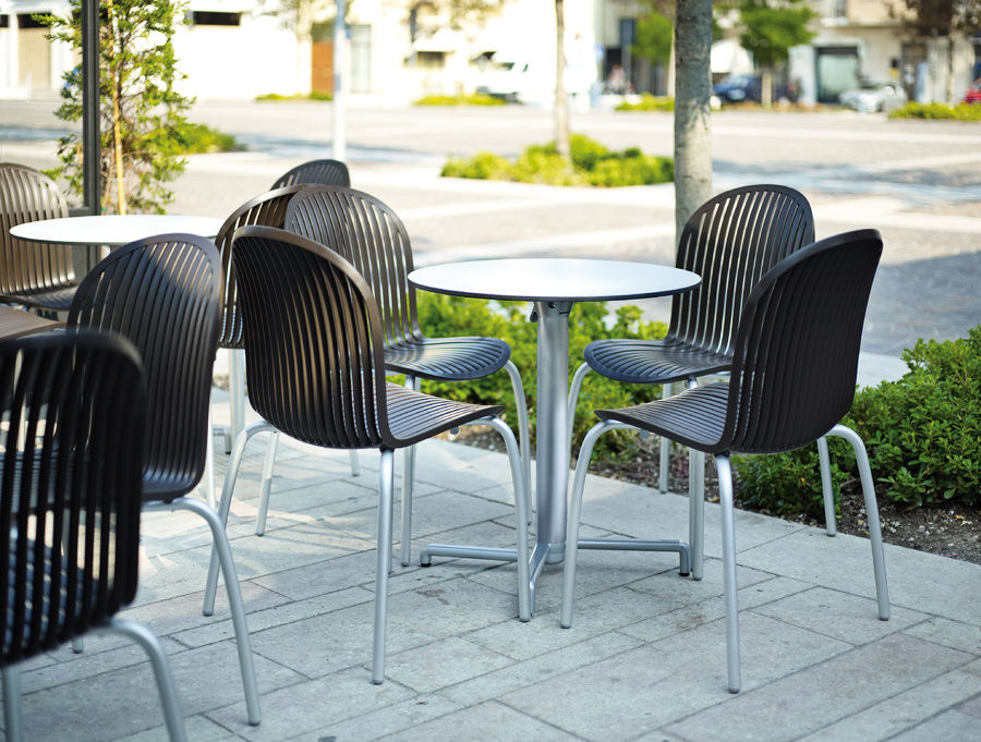 outdoor cafe setting scudo table base with ninfea chairs