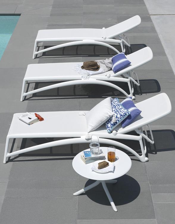 Spritz Coffee Table U0026 Atlantico Sun Loungers   White