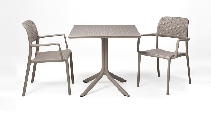 Clip Table and Bora Chairs in Taupe
