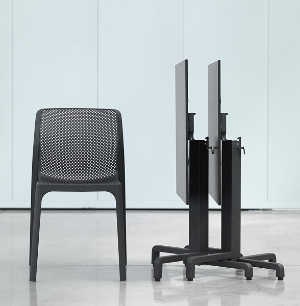 Bit Chair with Ibisco Folding Table (HPL top) – Charcoal