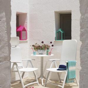 Step Table & Aquamarina Chairs- White