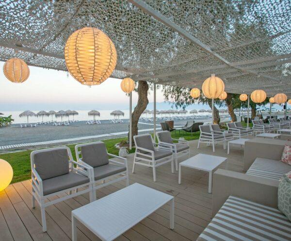 Aria 5 Piece Balcony Setting – White & Grey Cushions Beachfront Setting