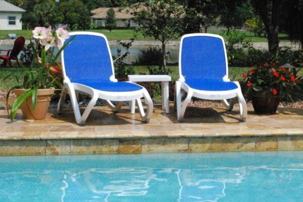 NARDI Omega 3-Piece Sun Lounger Set (Blue & White) side of residential pool