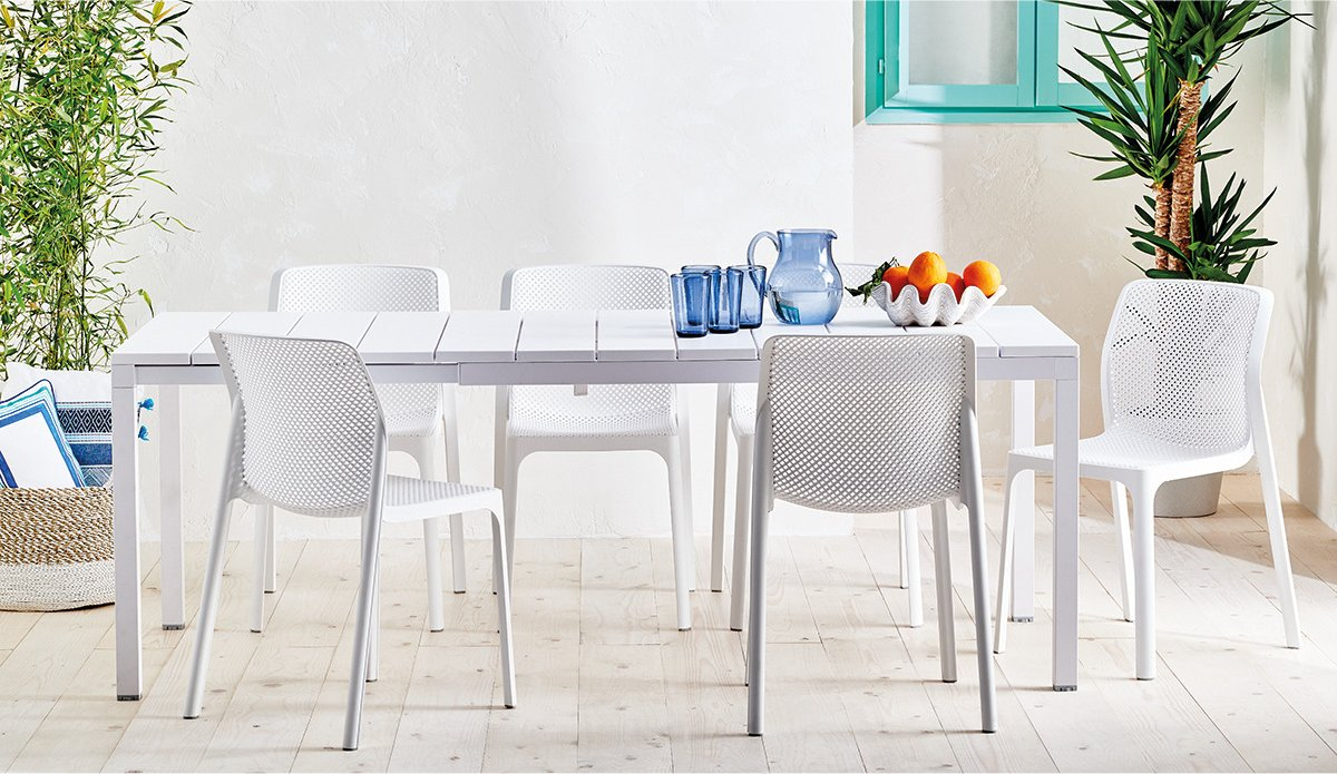 The Bit Rio Outdoor Extendable Dining Set in White