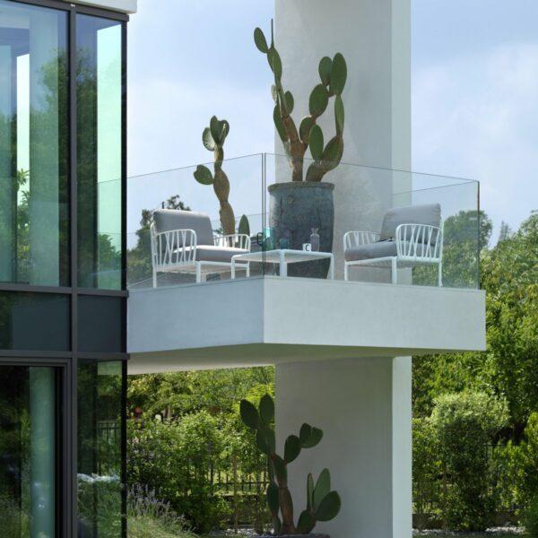 Outdoor Lounge Furniture - Komodo 3-Piece in White & Grey